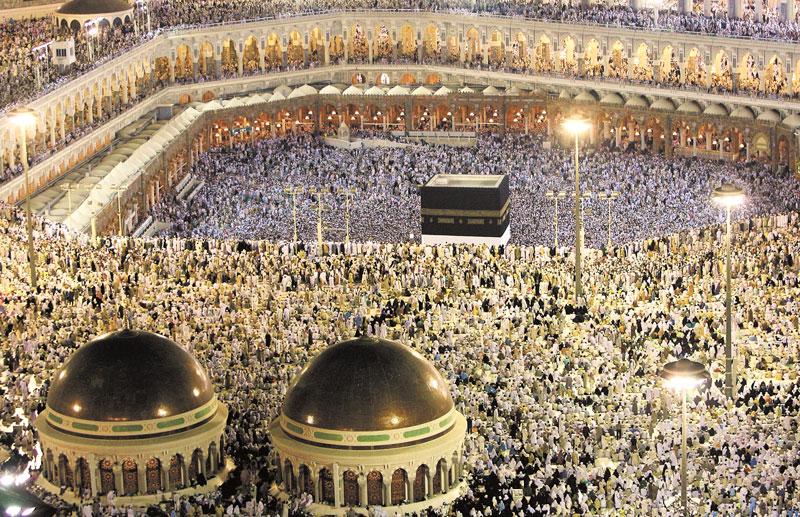 Aproximadamente 2.5 millones de Musulmanes han convergido en Meca para asistir la peregrinación anual. LA PRENSA/AFP/MAHMUD HAMS