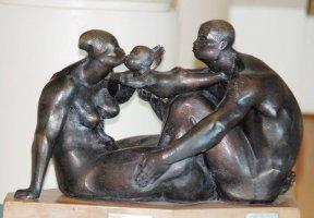 La familia. Fundición en bronce, 1977. Olger Villegas Cruz.