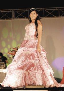 María Leonela Cerda,  de Academia Eleganza, luce un vestido de Mia Fashion.