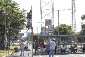 Un tramo de la Carretera a Masaya fue cerrado desde hoy para instalar la tarima que Ortega y su partido utilizarán mañana. LA PRENSA/RENE ORTEGA