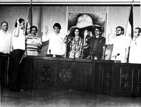 El final de la insurrección. Guerrilleros entran victoriosos a Managua tras el fin de la guerra. Muchos guardias de la dictadura se entregaron y fueron juzgados en días posteriores al triunfo de la revolución. Mientras, la Junta de Gobierno plural fue juramentada.
