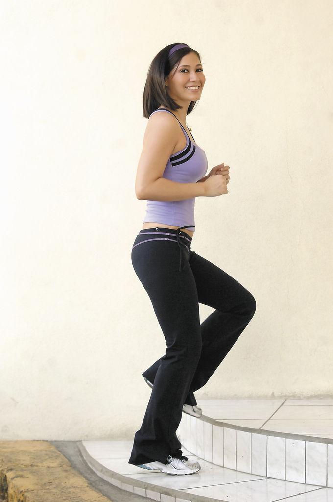 Material. Al adquirir tu ropa de ejercicios debes tomar en cuenta la tela. Los modelos que estamos mostrando son de la marca Nina Bucci, especializada en telas de alta tecnología que se encargan de que tu piel se mantenga seca y fresca.
