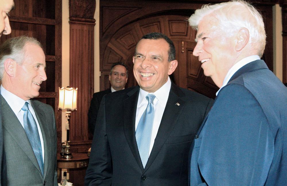 Lobo se reúne con senadores EE.UU.