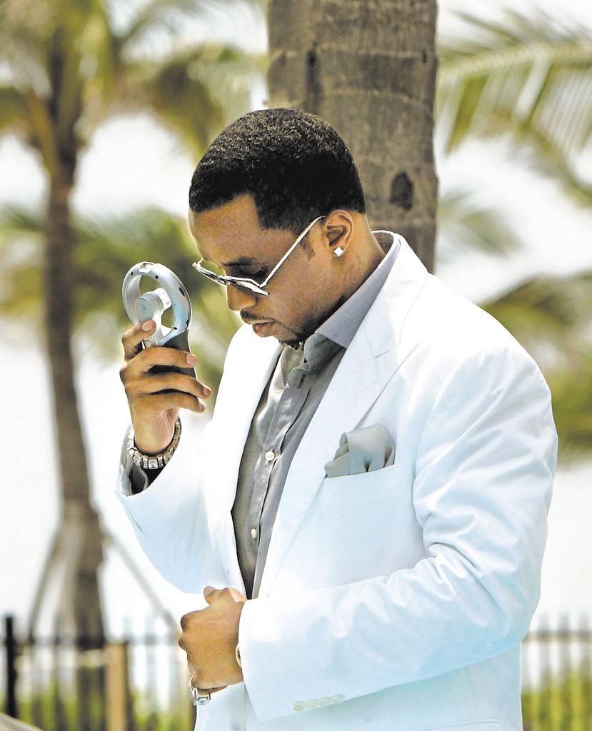 Diddy fue exonerado en un caso de soborno y posesión de armas en el 2001. LA PRENSA/AP/J. Pat Carter