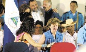 El gobierno sandinista agradeció la presencia de Mirta Rosses, directora de la OPS/OMS y calificaron de histórica la selección de Nicaragua como sede de la campaña internacional de vacunación. LA PRENSA/MANUEL ESQUIIVEL
