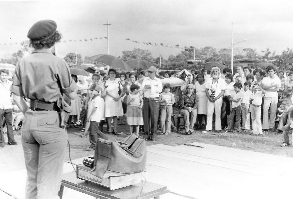 La ex guerrillera Mónica Baltodano  tomando la palabra en un acto de los CDS.