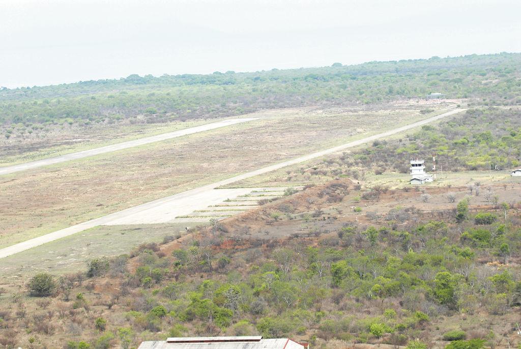 Esta fotografía muestra a plenitud la pista aérea  Punta Huete con la  torre de control que tiene instalados modernos  equipos  de navegación aérea. LA PRENSA/ O. NAVARRETE