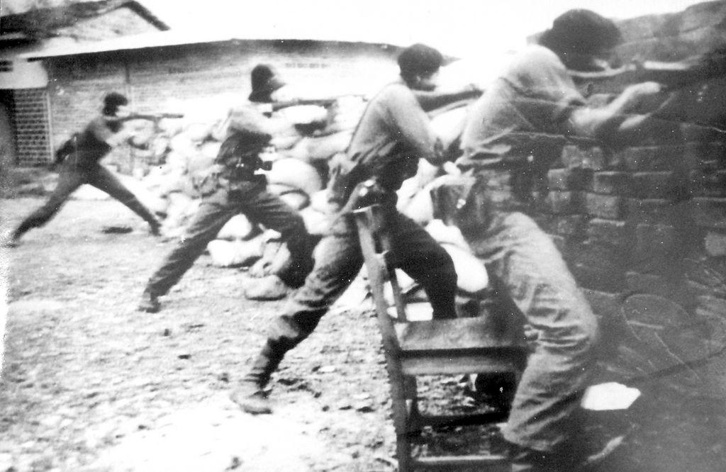 Guerrilleros sandinistas durante la insurrección en Managua en 1979.