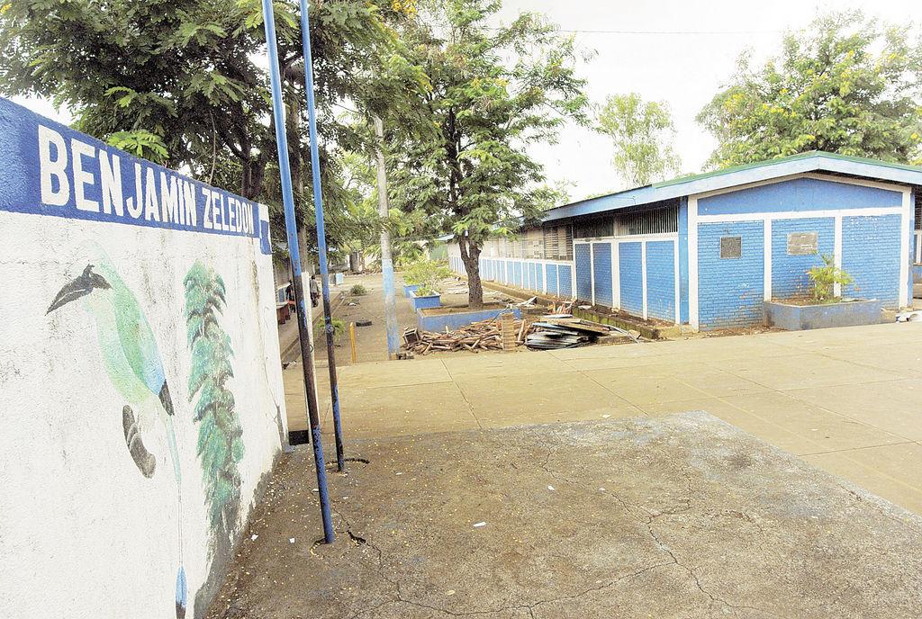 Desorden en el Mined deja sin clases a alumnos