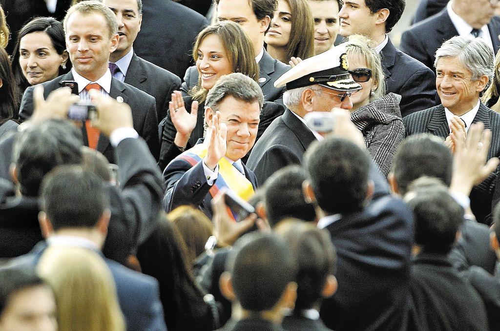 """""""La palabra guerra no está en mi diccionario"""", dijo Juan Manuel Santos al jurar ayer como nuevo Presidente de Colombia.     LA PRENSA/AP/FERNANDO VERGARA"""