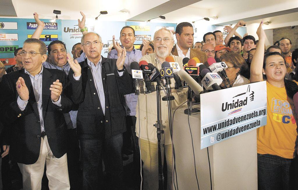 Oposición llama a Chávez a trabajar