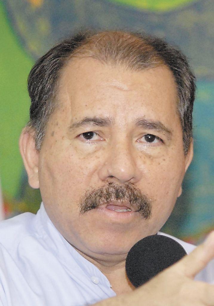 """""""Ésta es una sentencia que ya está grabada en piedra"""" . Presidente Daniel Ortega, 20 de octubre de 2009, al defender su nueva candidatura a la primera magistratura.     """"(Los diputados) están apostando al caos, es mi obligación prevenir y no llegar al caos (...) aquí no estamos usurpando funciones o poderes a nadie. Eso no dice el decreto. En las manos de la Asamblea Nacional está poder resolver este problema, ¿cómo? Pues aprobando los nombramientos"""". Presidente Daniel Ortega, 10 de enero 2010, al emitir un decreto que invade funciones del Poder Legislativo."""