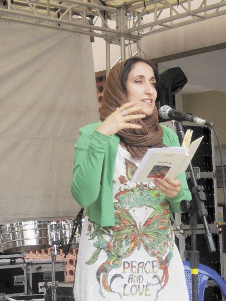 Khulood Al Mualla, recrea su poesía a través del universo y el amor.LA PRENSA/CORTESÍA.