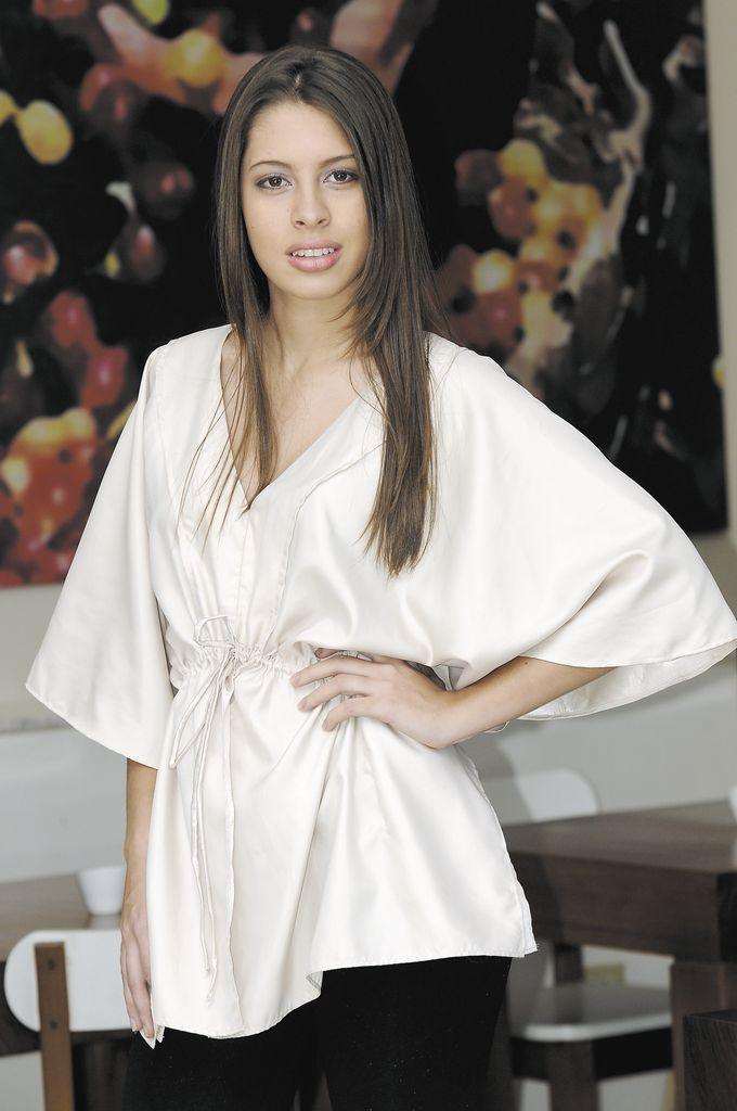 Para los días calurosos opte por este vestido de algodón con tira bordada.