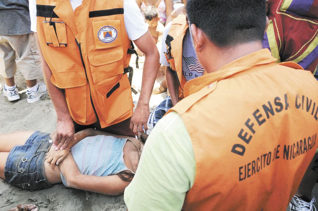 La joven Suyén Leiva murió por sumersión y asfixia, no fueron productivos los esfuerzos de rescatistas de la Defensa Civil del Ejército de Nicaragua.  LA PRENSA/B. PICADO