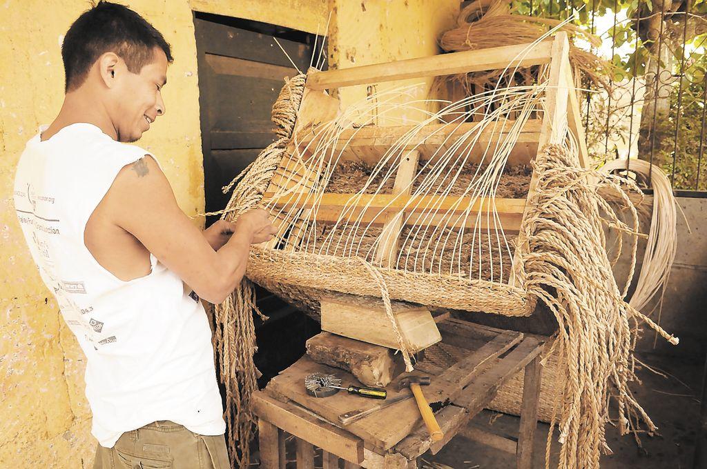 En el taller de los hermanos Narciso y Ricardo López  el trabajo es intenso. Se necesitan en promedio de unos 15 días para obtener el producto final. LA PRENSA/U. MOLINA