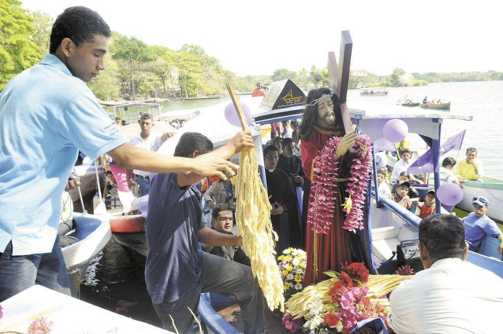 Desde hace más de 20 años los feligreses reciben en sus isletas al Nazareno, en una de las tradiciones más llamativas de los nicaragüenses. LA PRENSA/G.MIRANDA