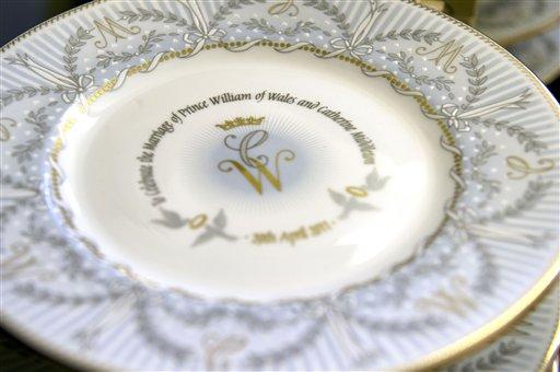 Una de las placas conmemorativas en honor a la boda real entre el Príncipe Guillermo y Kate Middleton. LA PRENSA/AP