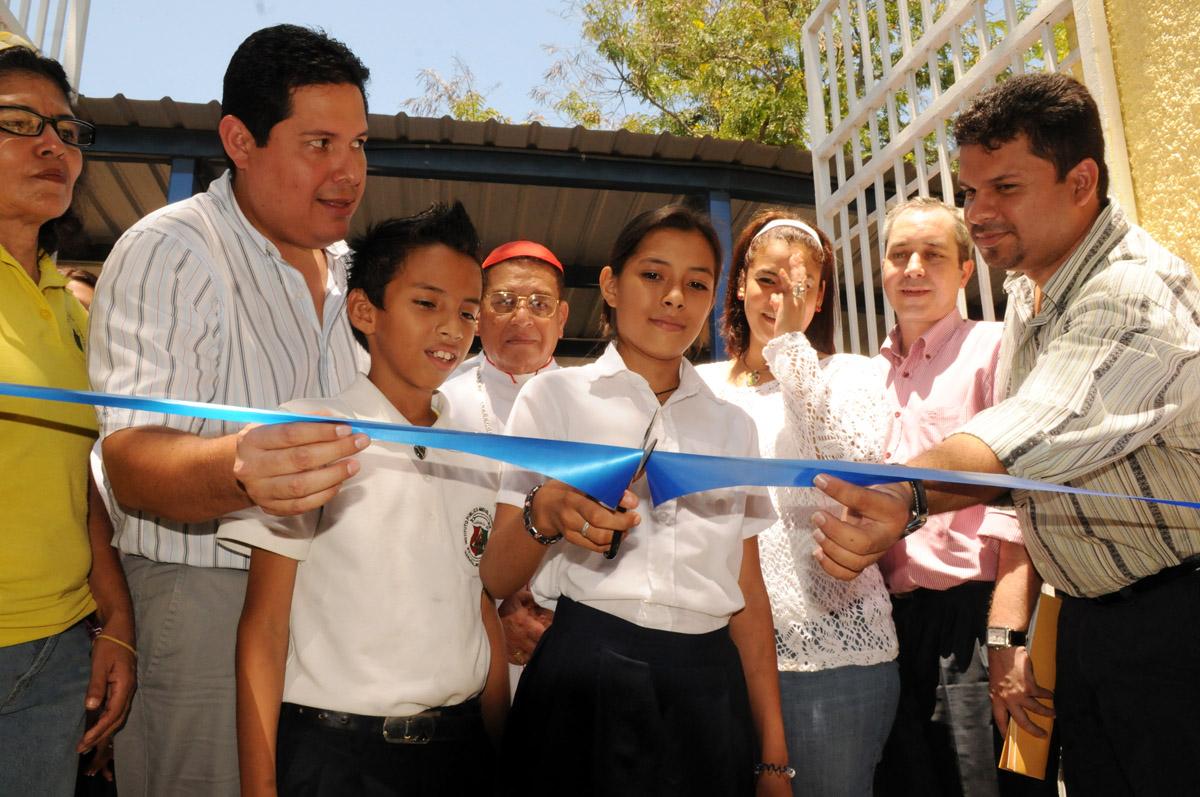 Inauguran colegios rehabilitados por la Cooperación Española