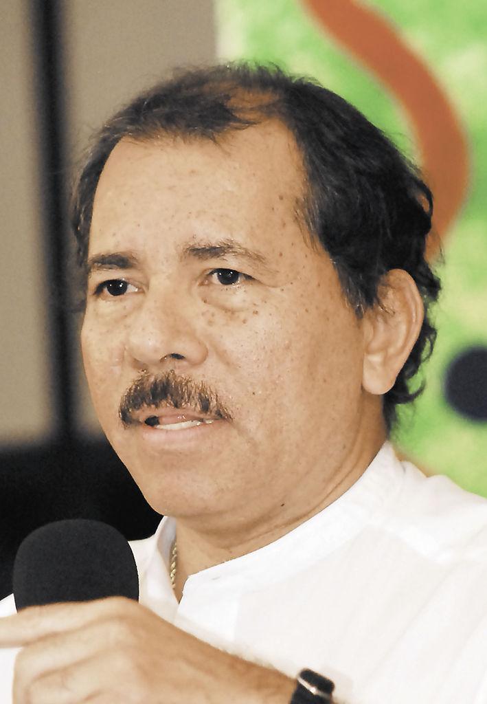 """""""No se cierran las puertas para realizar una especie de misa negra o una operación irregular a espaldas de los votantes, pues el conteo objetivo e imparcial de los votos es garantizado por la presencia de los fiscales de todos los partidos que los observadores internacionales"""", dijo Daniel Ortega"""