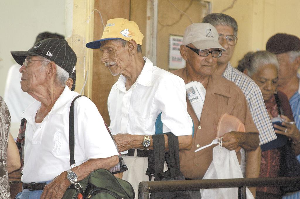 Dan medicinas incompletas a los jubilados