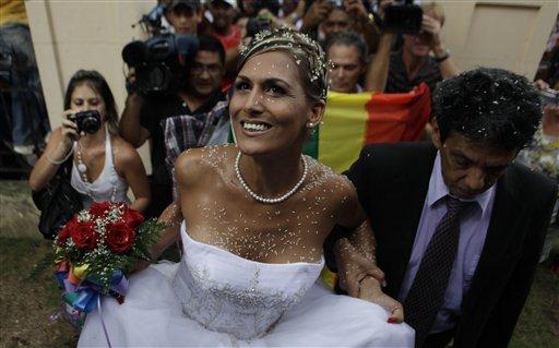 Transexual operado y reconocido como mujer se casa en Cuba