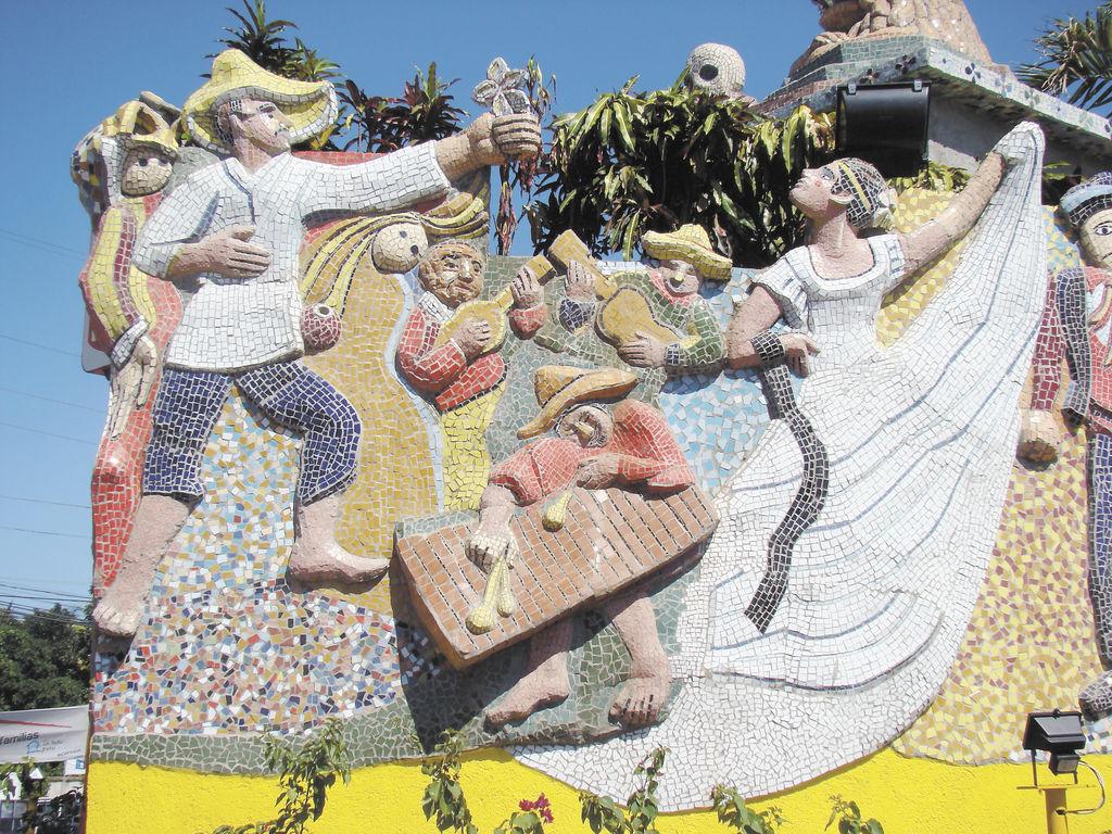 Esculturas de mosaico y color
