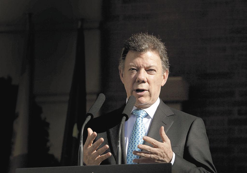Santos acusa a las FARC de engaño al postergar liberaciones