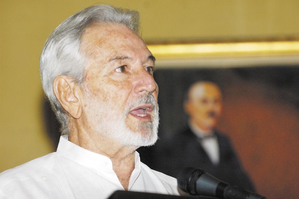 Canciller Santos defiende derecho de Irán a programa nuclear pacífico