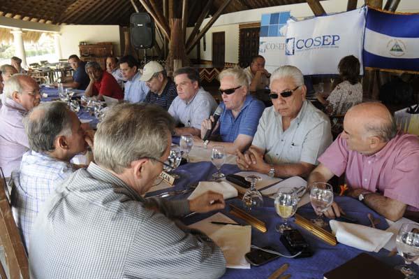Reunión del presidente del Cosep, José Adán Aguerri, y otros empresarios con Walter Bühler esta mañana en Tola, Rivas. LAPRENSA/BISMACK PICADO