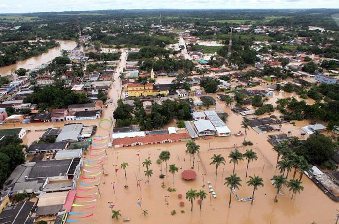 Miles de evacuados por inundaciones en estado del norte de Brasil
