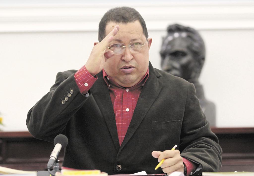 """Analistas electorales coinciden en que es urgente que el oficialismo plantee """"cuadros de relevo y de liderazgo"""" del presidente Hugo Chávez después de que él mismo anunciara que será operado nuevamente por una lesión en el mismo lugar donde le extirparon un tumor en junio del 2011."""