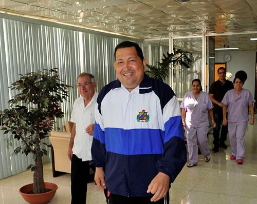 Llamadas y fotos no disipan dudas sobre salud de Chávez
