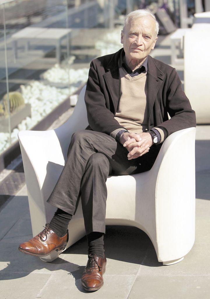 """""""Creo le debemos una  literatura que es parte de la literatura española, que introduce elementos muy novedosos, como son la  relación con el mundo árabe y con el judío"""". Carlos Fuentes, escritor mexicano."""