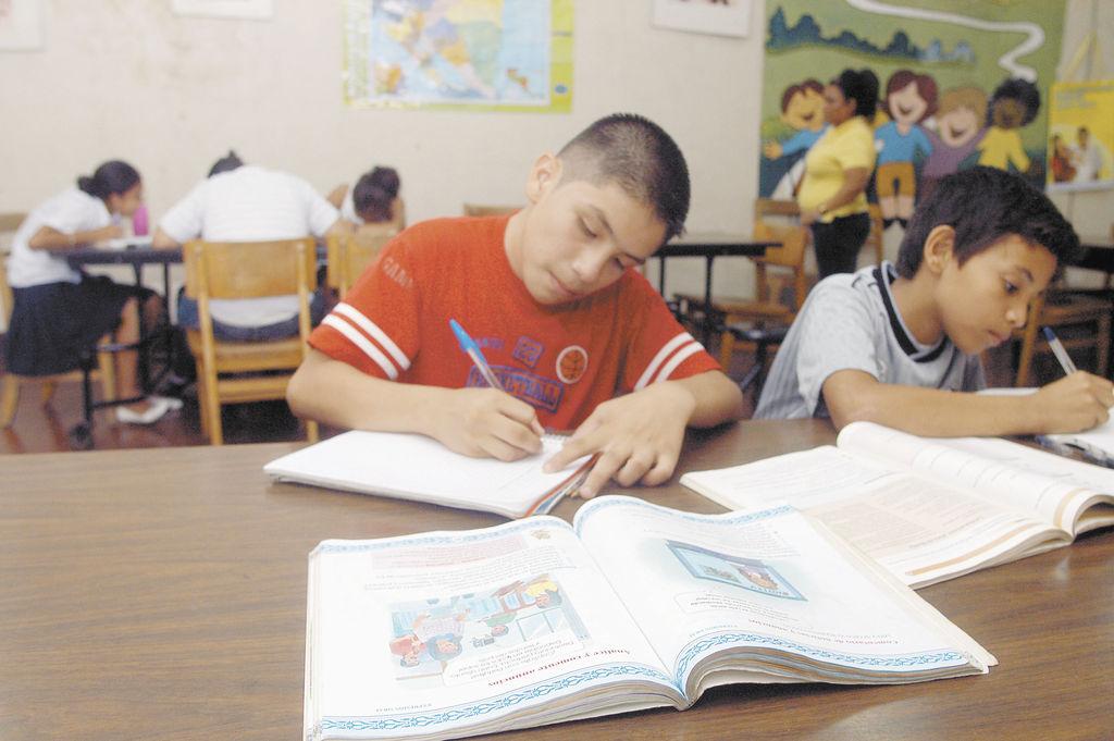El cerebro es una esponja. Entre los cero y los ocho años, el cerebro de los niños cumple la misma función absorbente de una esponja. Por eso se debe fomentar la lectura, según ha reiterado la experta en educación Vanessa Castro Cardenal, miembro del Centro de Investigación y Acción Educativa Social (Ciases).