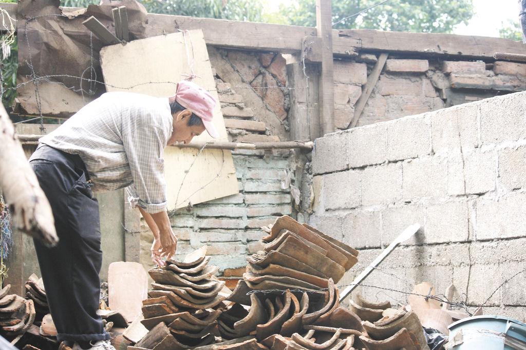 Más de sesenta viviendas han resultado con daños  debido a la fuerza del viento. Esta casa  ubicada en el reparto Che Guevara, en León, quedó sin techo.  LA PRENSA/ E. LOPEZ
