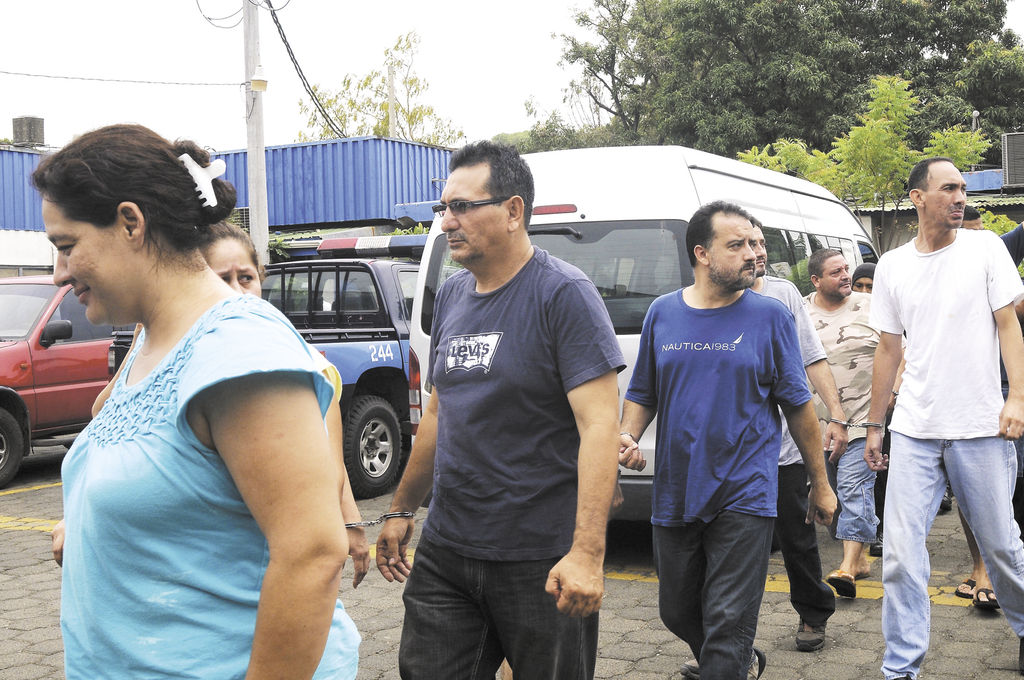 El exmagistrado suplente del CSE,  Julio César Osuna (con anteojos), irá a audiencia especial el 20 de junio, junto con Carla Fariñas y otras personas.
