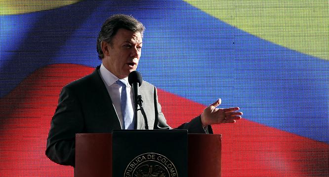 Santos dice retener proceso de paz con FARC