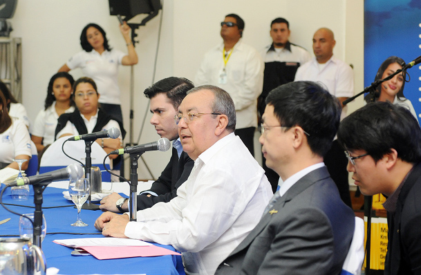 Nicaragua, fuerte aliada de Chávez, comienza a acercarse a China
