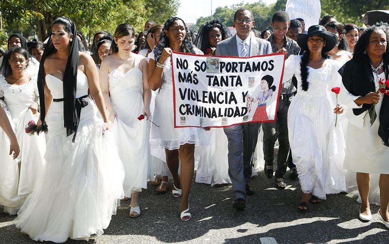 Dominicanas marchan contra la violencia