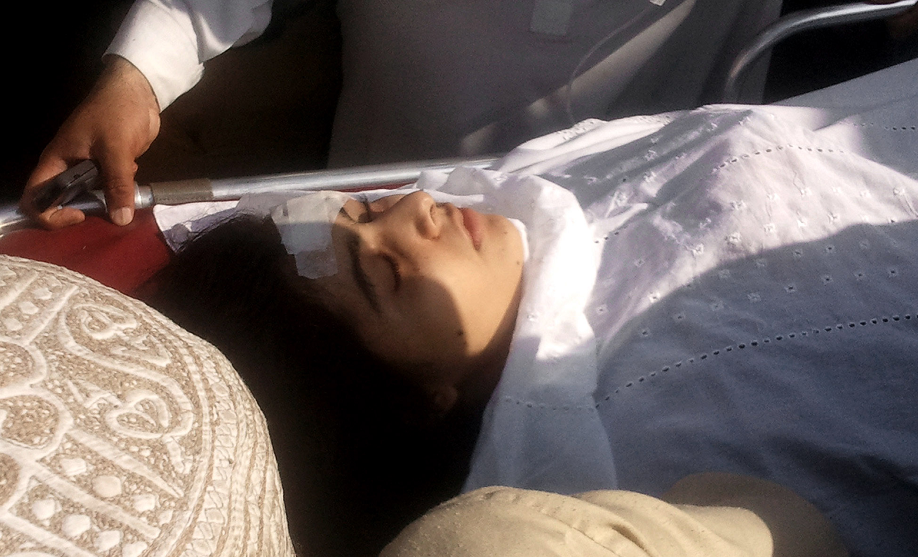 Mejora salud de niña paquistaní baleada