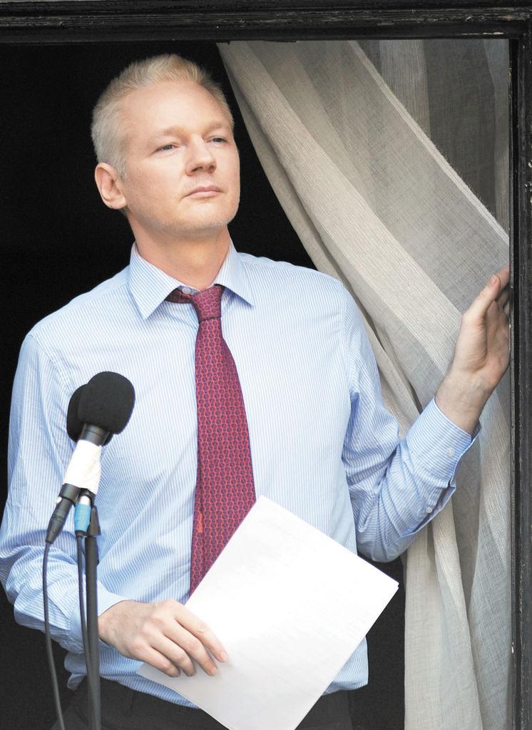 Assange necesita atención médica pese a encierro