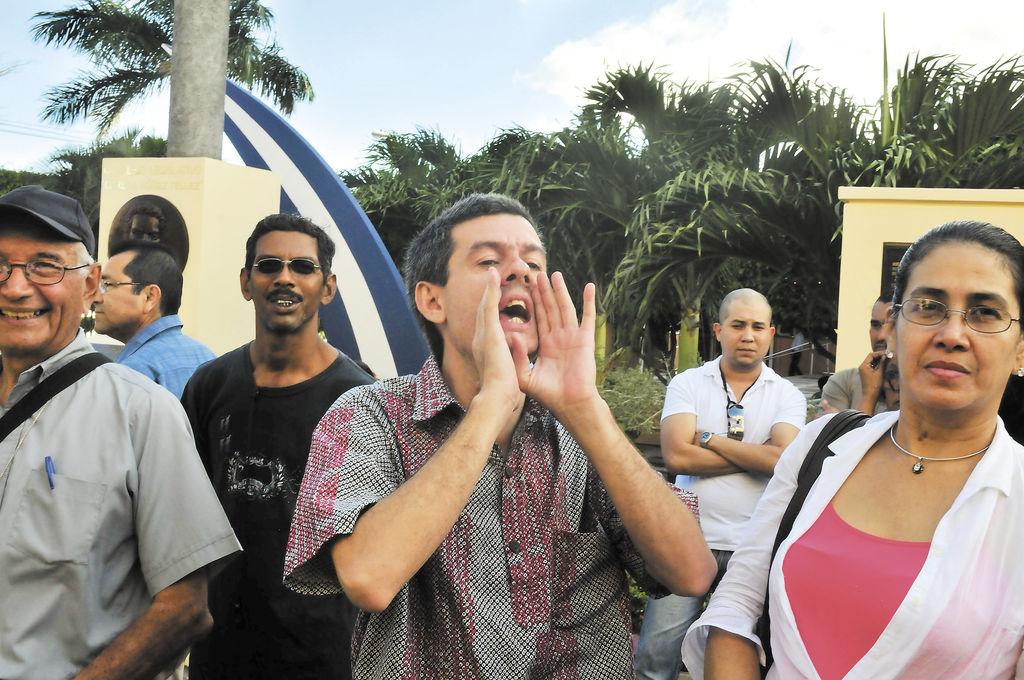 """""""No a la dictadura"""""""