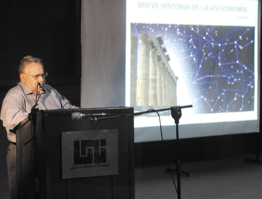 Jaime Incer Barquero durante la apertura del noveno curso sobre astronomía. la prensa/a.zuniga