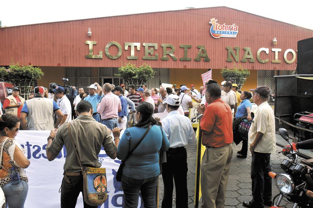 Protestan  contra la Lotería