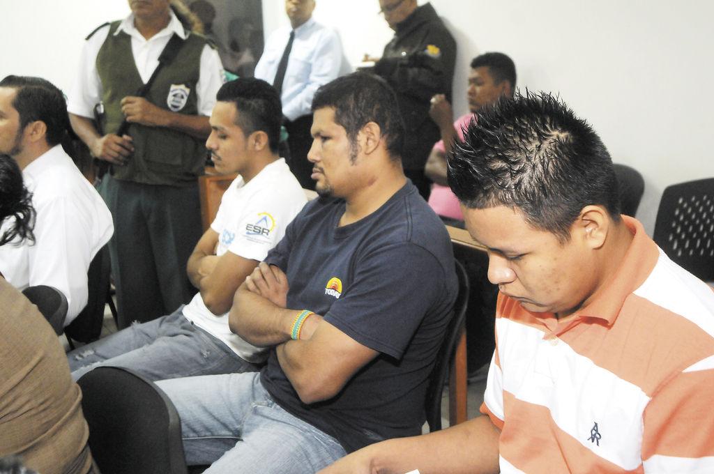 Óscar Martínez Lezama (izquierda), Kennet Javier Muñoz Palma (centro) y Rodolfo Cubillo admitieron haber matado a Belkis Muñoz Hernández, de un disparo. La víctima era pareja de Kennet Muñoz, con quien procreó un hijo. LA PRENSA/ALFREDO ZUNIGA