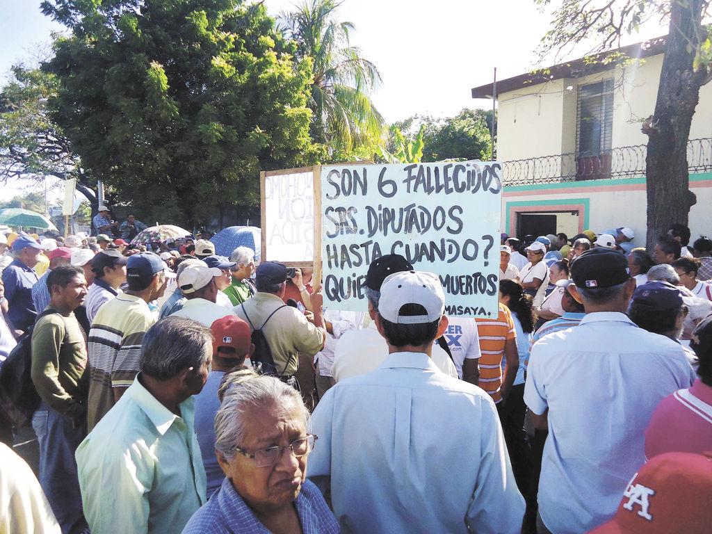 Ancianos  que demandan pensión reducida  de vejez anuncian futuras  acciones de protesta para exigir dicho beneficio al Gobierno. LA PRENSA/G. Ruiz