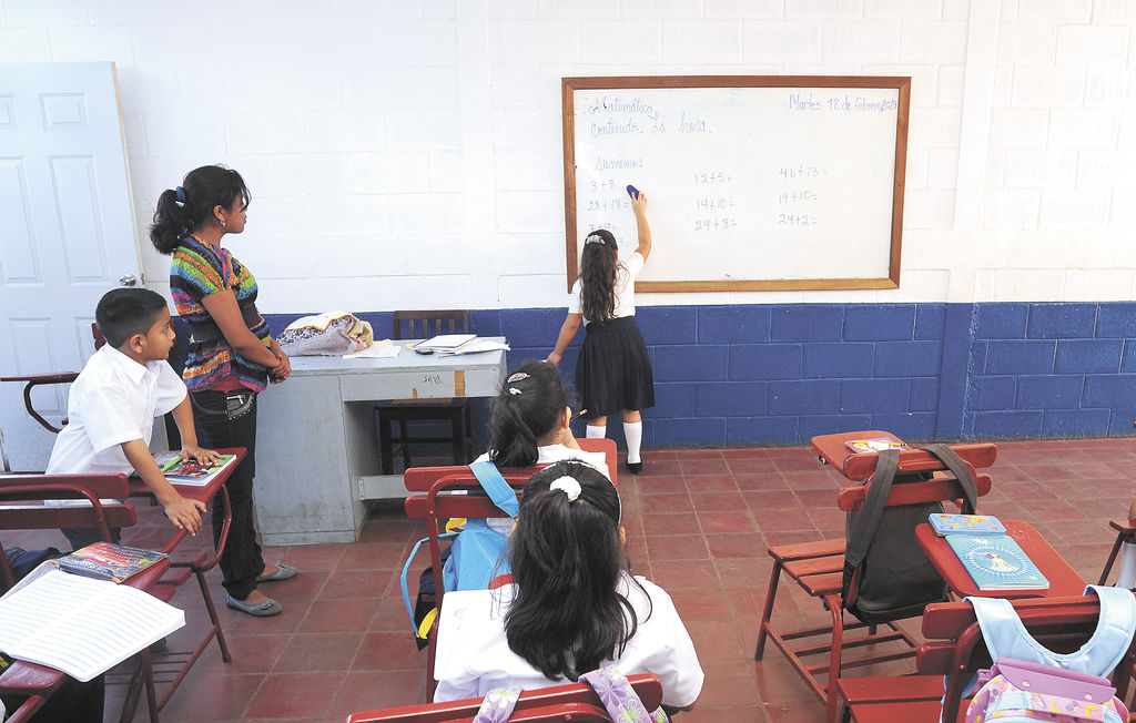 En el país hay casi 46 mil docentes y todos tienen que participar en los talleres del Mined. LA PRENSA/ J.. TORRES