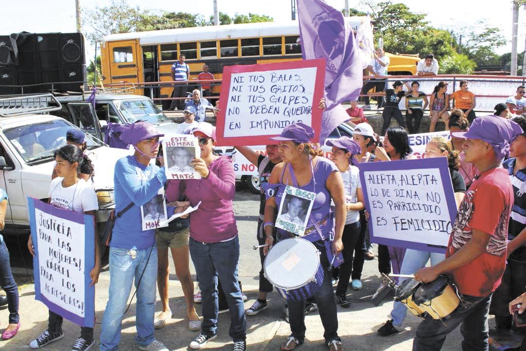 Protestan ante Fiscalía
