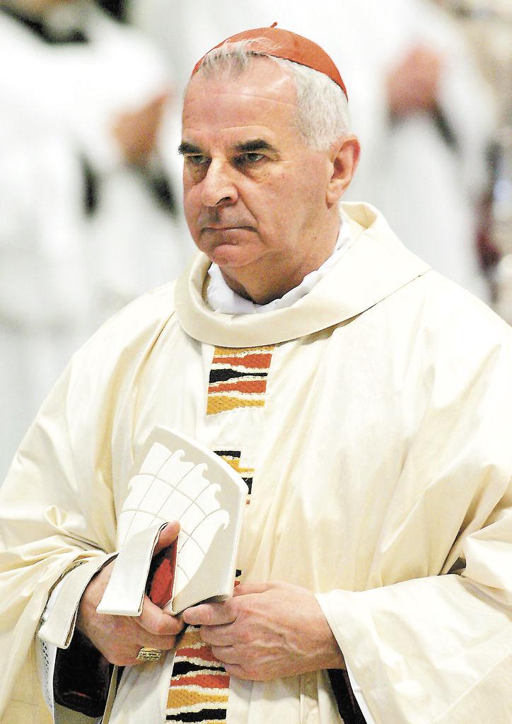 Cardenal renuncia por mala conducta